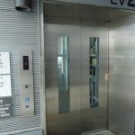 ペデストリアンデッキのエレベーター