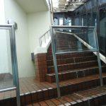 屋上スカイデッキへの階段