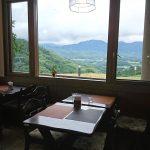 大自然を眺めながらのお食事、ティータイムが楽しめます