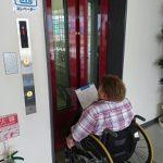車椅子対応エレベーター(13名用)