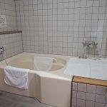 身障者対応客室内の浴槽②
