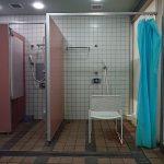 車椅子ユーザーでも使いやすいシャワー室